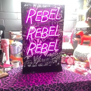 VS Rebel Sign 😍